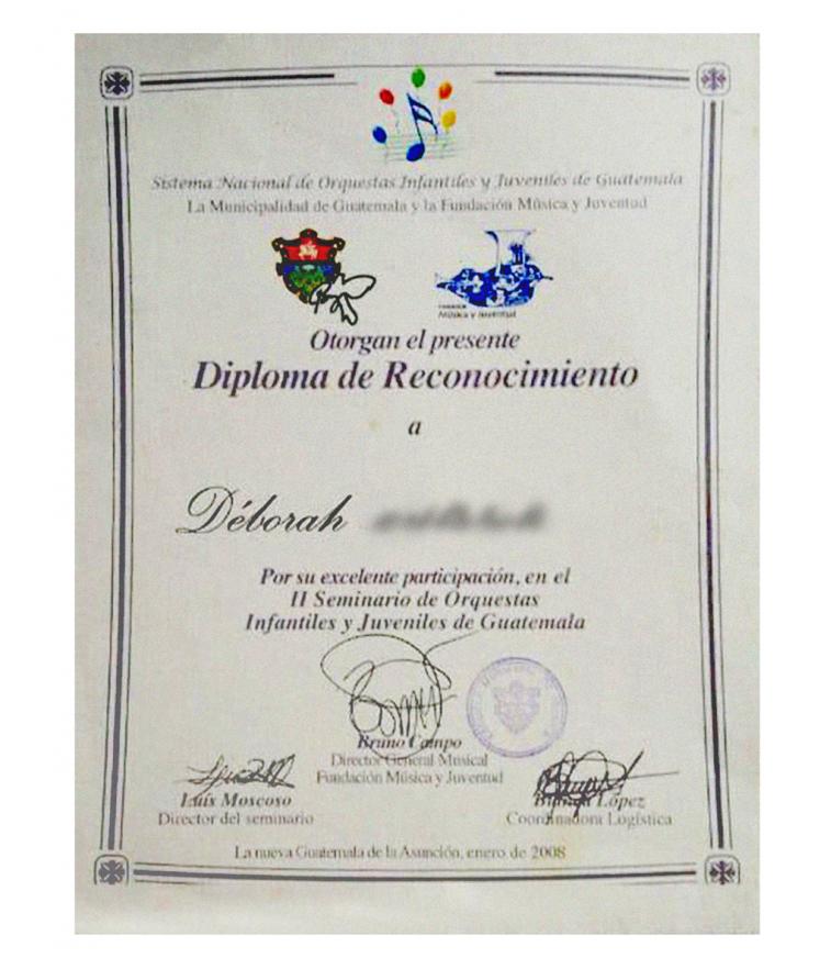 Diploma de la Escuela Municipal de Música para Déborah.