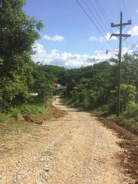Calle principal de la aldea. Fotografía: Agustín Ortíz