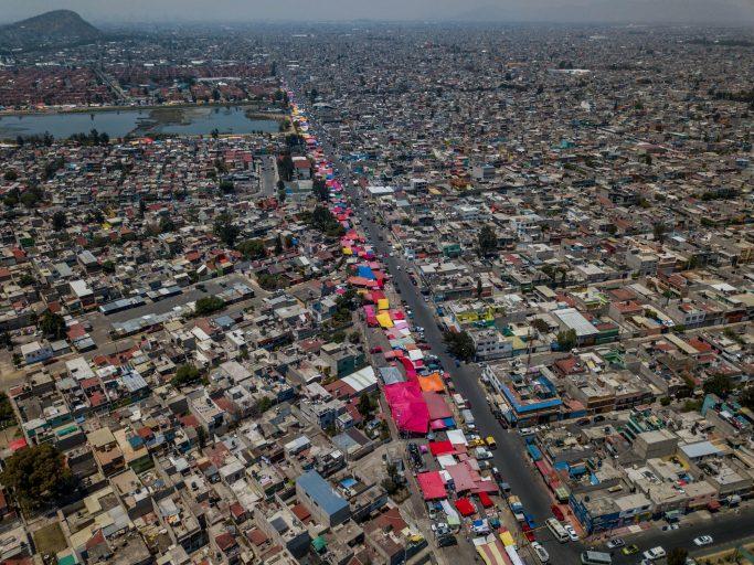 Una vista aérea de este mercado mexicano, que tiene 40 años de existencia y donde trabajan unos 6 mil comerciantes.Foto\Jair e Irving Cabrera Torres