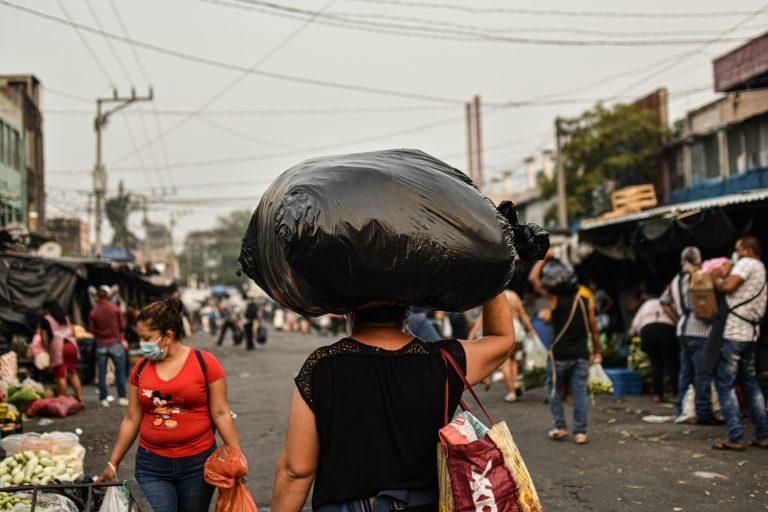 Flor Núñez, de 40 años. Vendedora ambulante en el mercado central, San Salvador. Foto\Émerson Flores